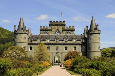 A picture of The Inveraray Castle, Scotland from the front view. this castle is located on Loch Fyne in County Argyll