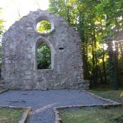 All that remains of the cruciform-shaped chapel is its western gable. It was in use 1820-1879.