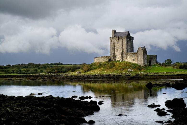 Dunguaire Castle built in 1520 County Galway © Tourism Ireland