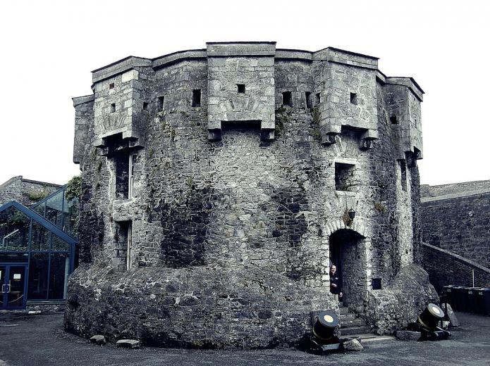 Athlone Castle, Ireland. Image from https://commons.wikimedia.org/wiki/File:Athlone_Castle,_2008.jpg