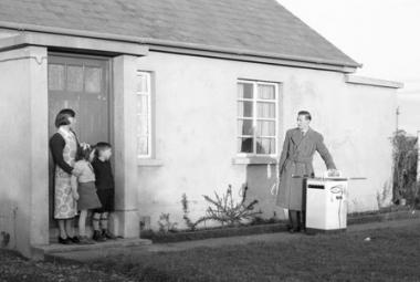 Electrifying rural Ireland, 26 January 1956 © ESB Archives